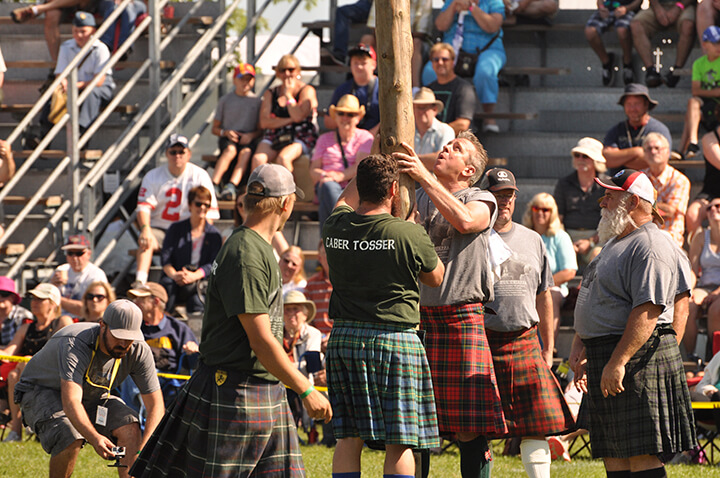 Discovery Channel's Andrew Younghusband and the Caber Toss- Fergus Scottish Festival 2017